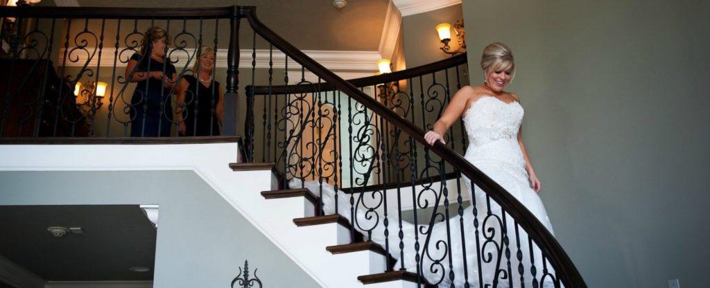 AndreaStarr_Bride-decending-stairs