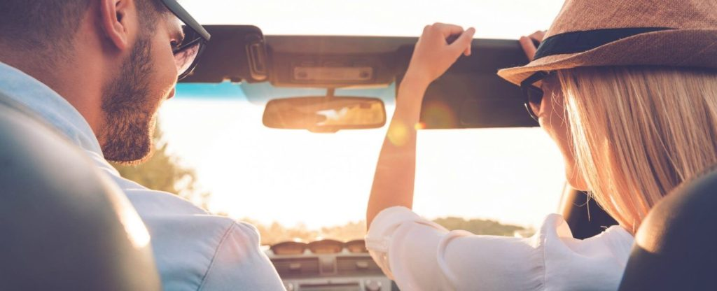 couple-on-road-trip
